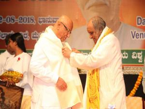 10. Prof. K. Keshava Murthy honoured to Rajyogi BK Brij Mohanji